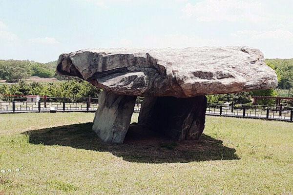 dolmen sur l'île de Ganghwa en corée du sud