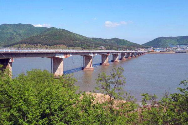 pont menant sur l'île de Ganghwa en corée du sud