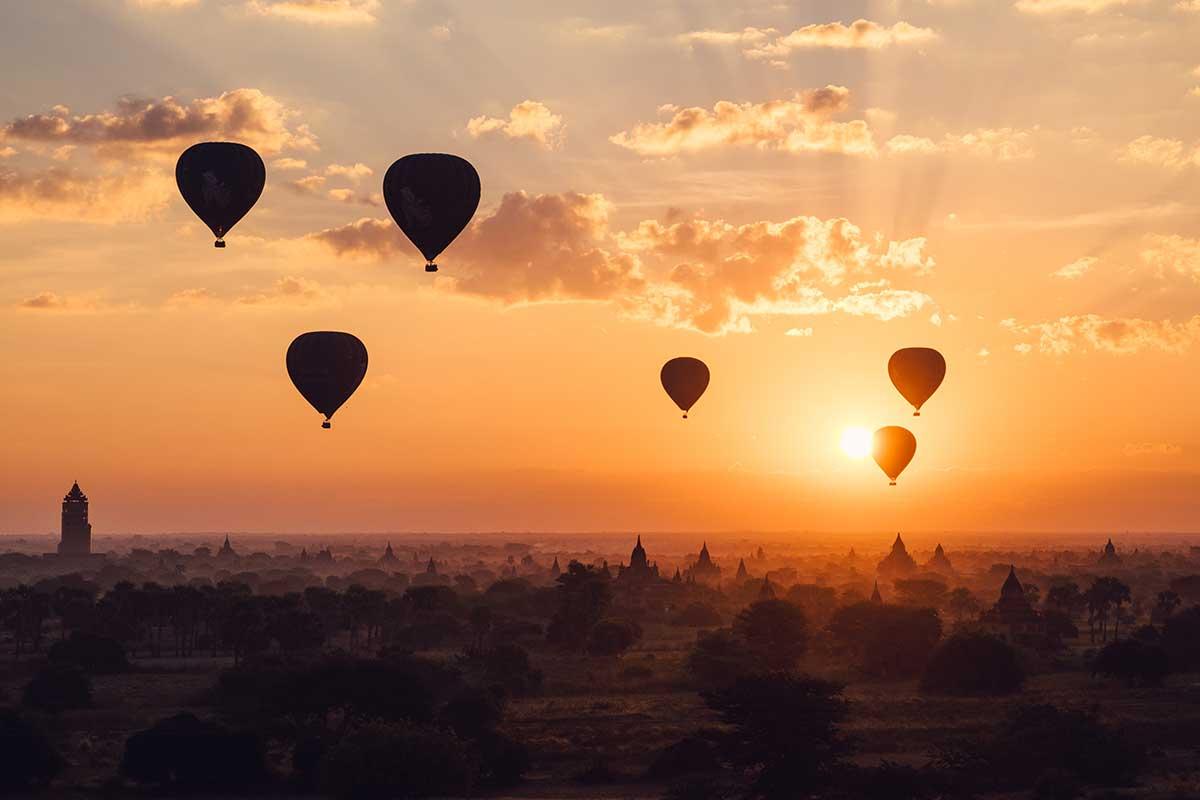 temples de Bagan en montgolfière