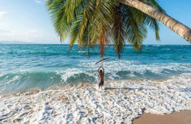 Enfant sur la plage de Punta Uva au Costa Rica