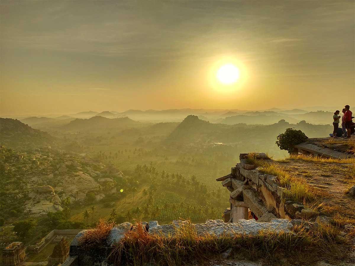 Hampi en Inde au coucher, patrimoine mondial en Inde du soleil