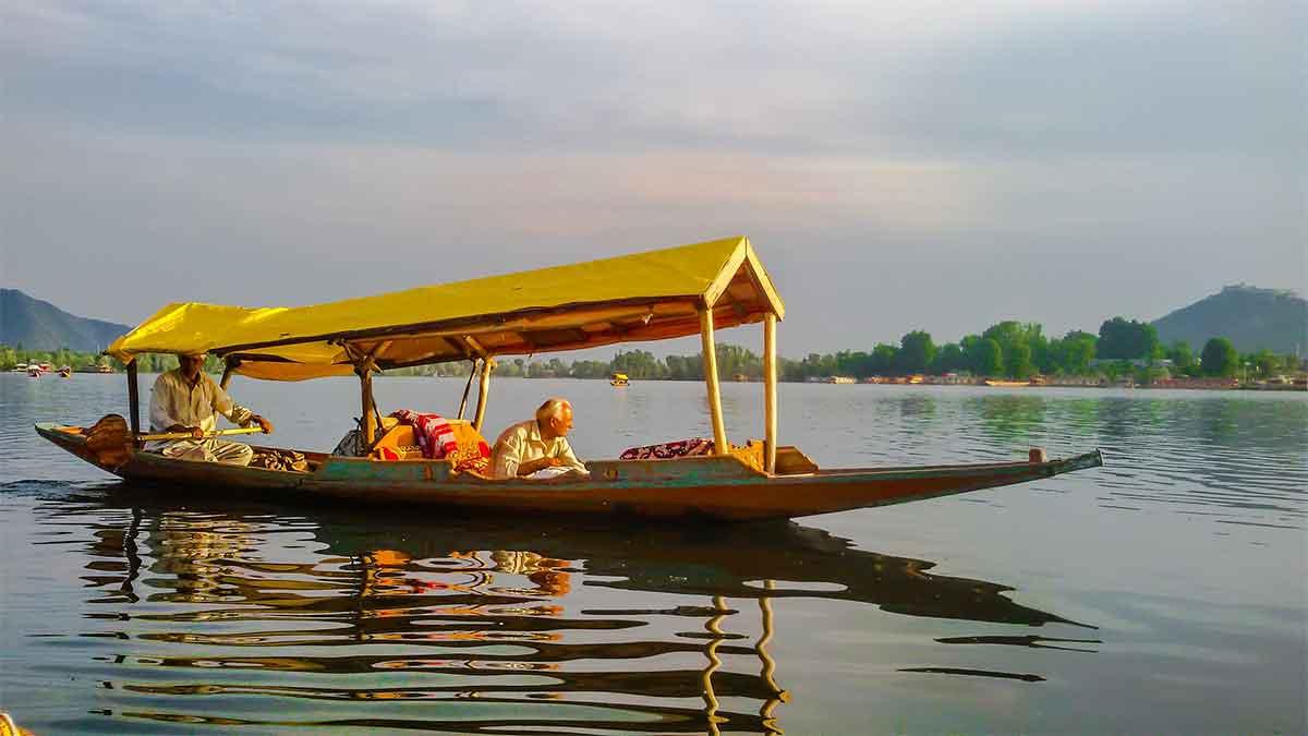 lac de srinagar au Kachmir en Inde
