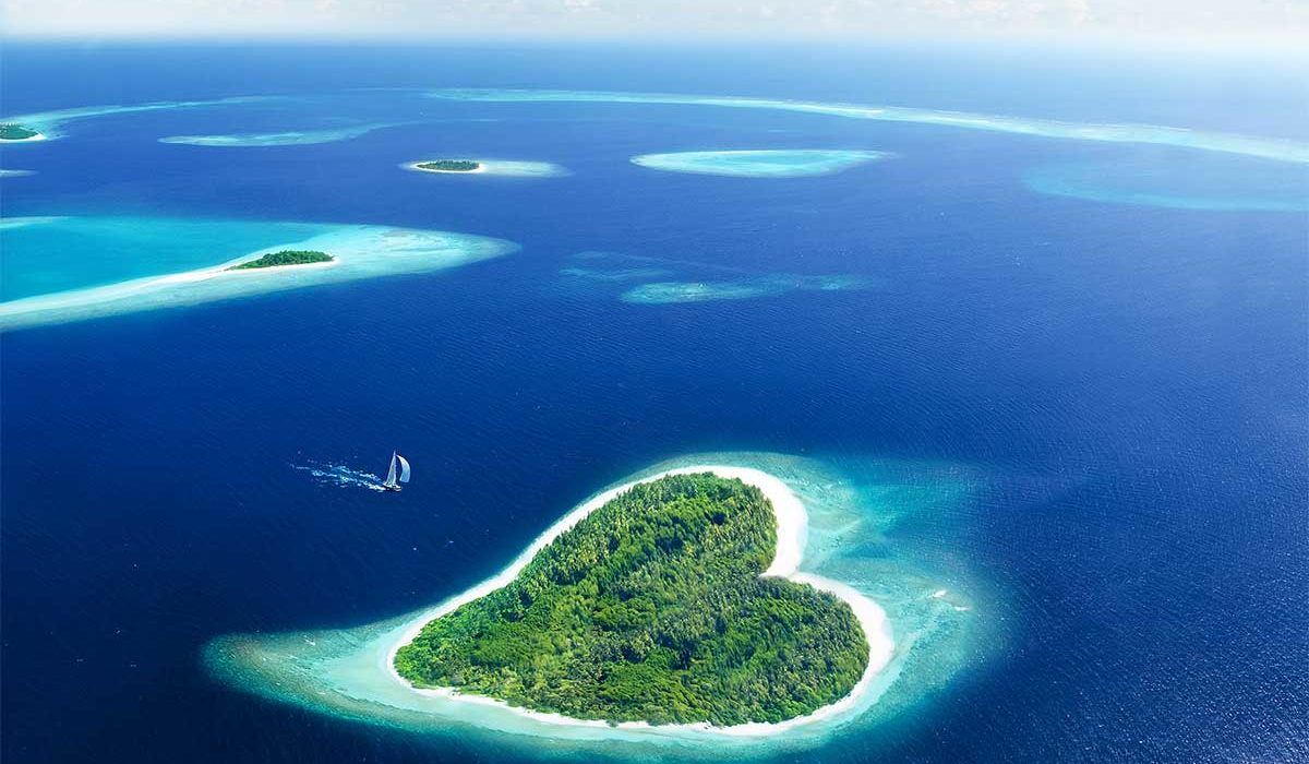 ile en forme de coeur aux Maldives