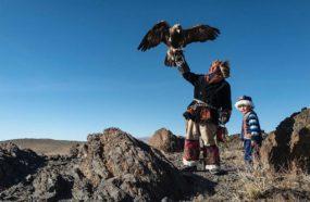 Mongolie aigle chasseur et son dresseur