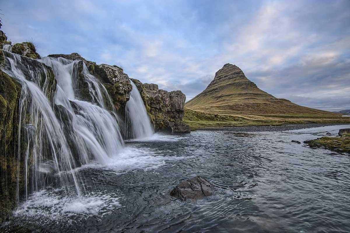 Volcan et cascade en Islande